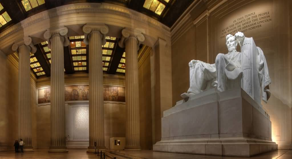Brilliant View Of The Abraham Lincoln Statue Inside Of Lincoln Memorial Photo