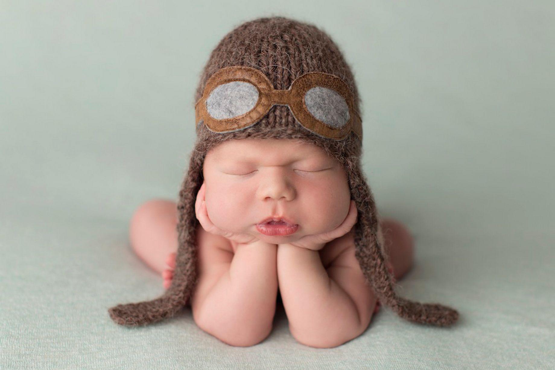 Cute Baby Boy Funny Sitting Wallpaper