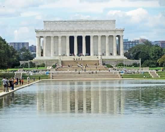 Full Front Of The Lincoln Memorial With Beautiful River