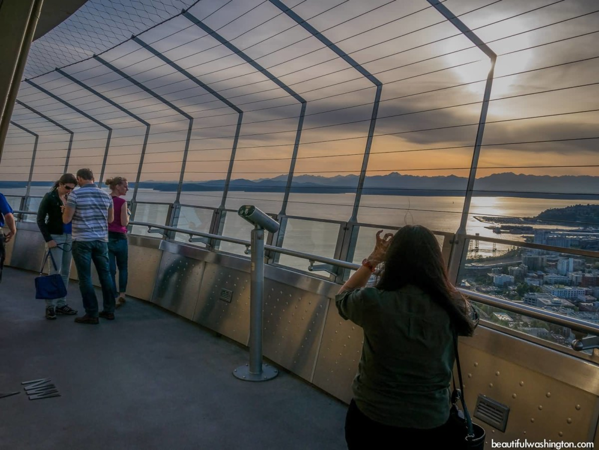 Many People Space Needle Inside View Wallpaper