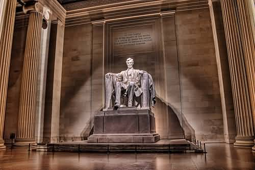 The Great Abraham Lincoln Statue Inside The Lincoln Memorial With Beautiful Background