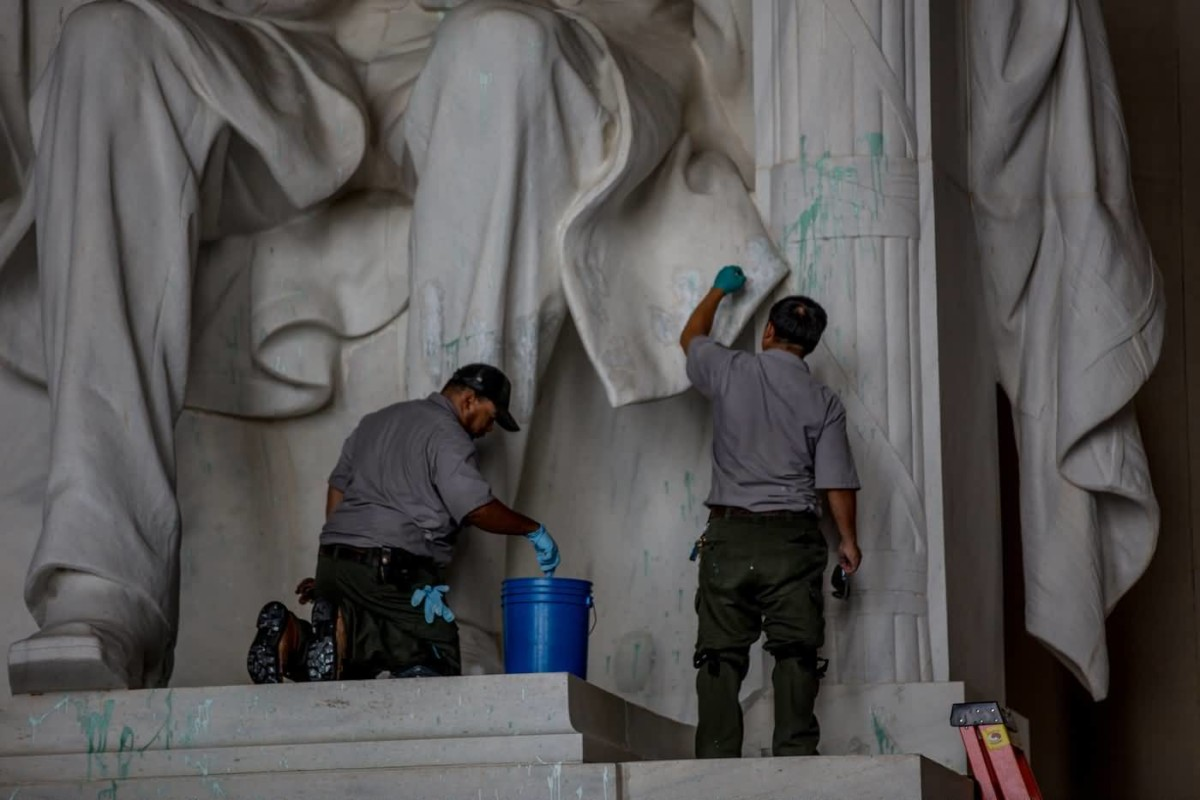 Two Wokers Cleaning Work On The Abraham Lincoln Statue In The Lincoln Memorial