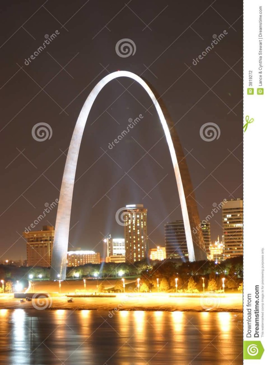 Awesome Gateway Arch At Night With Fabulous Light Combination