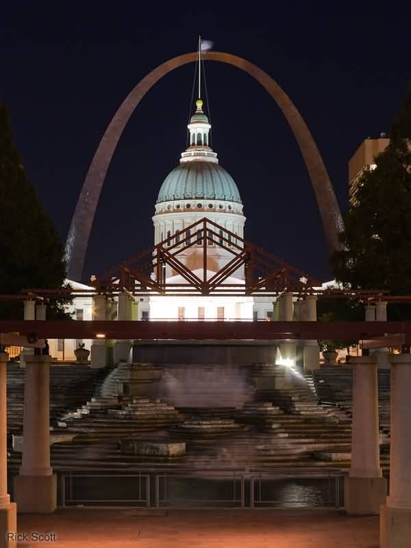 Front View Of Courthouse And Gateway Arch At Night
