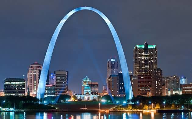 High Defination View Of The Gateway Arch At Night With Beautiful Sky Background