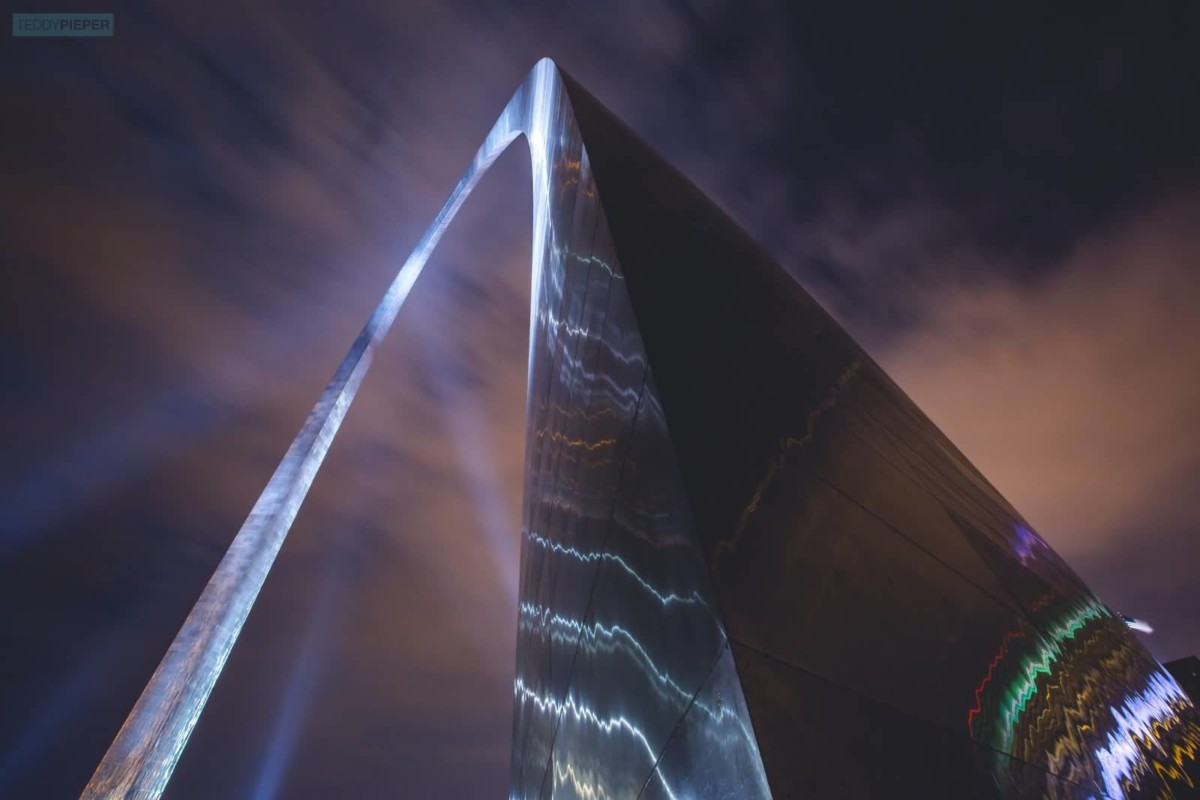 Incredible Near View Of The Gateway Arch At Night With Light Combination