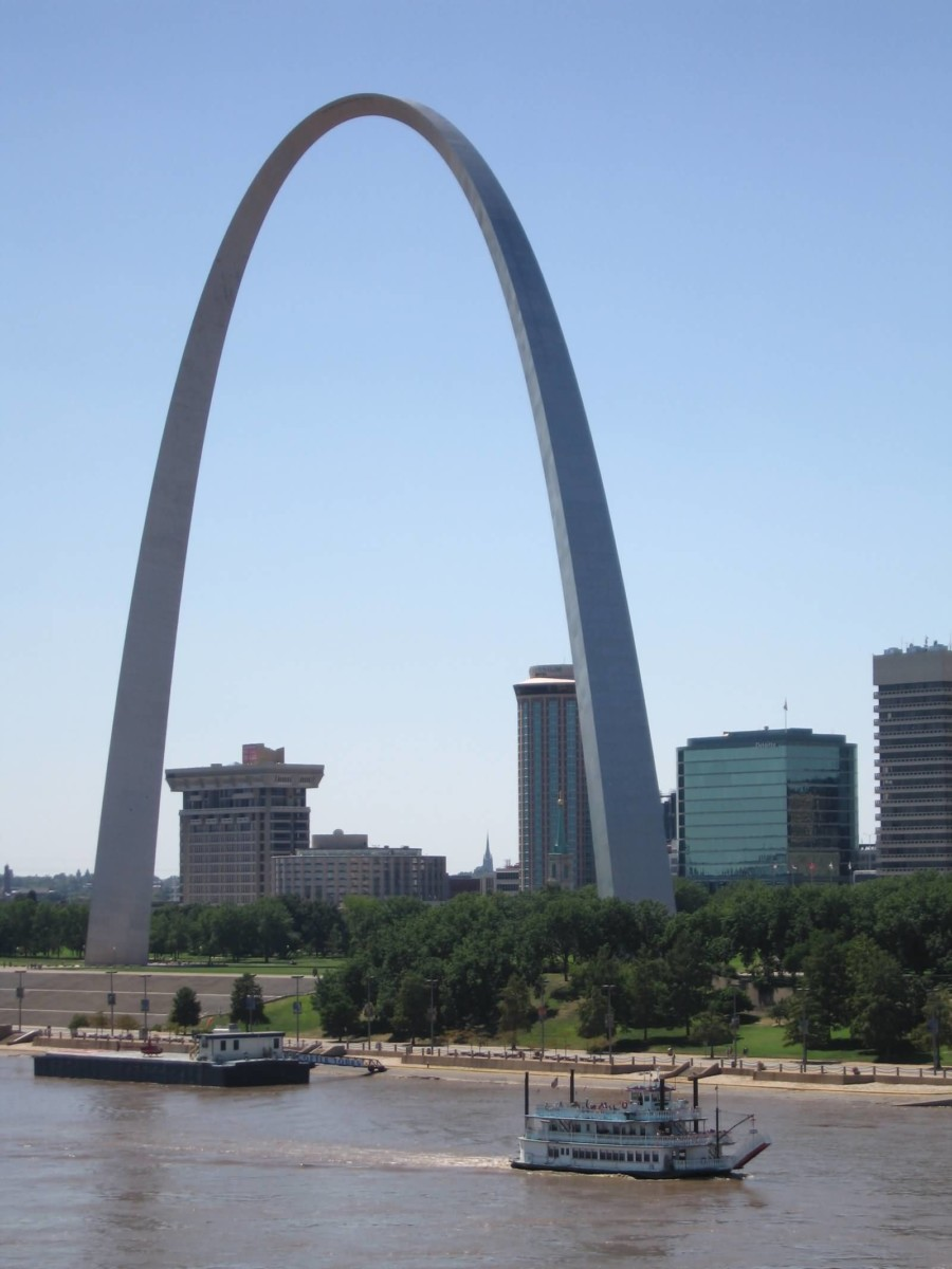 Most Beautiful View Of Gateway Arch And River Photo