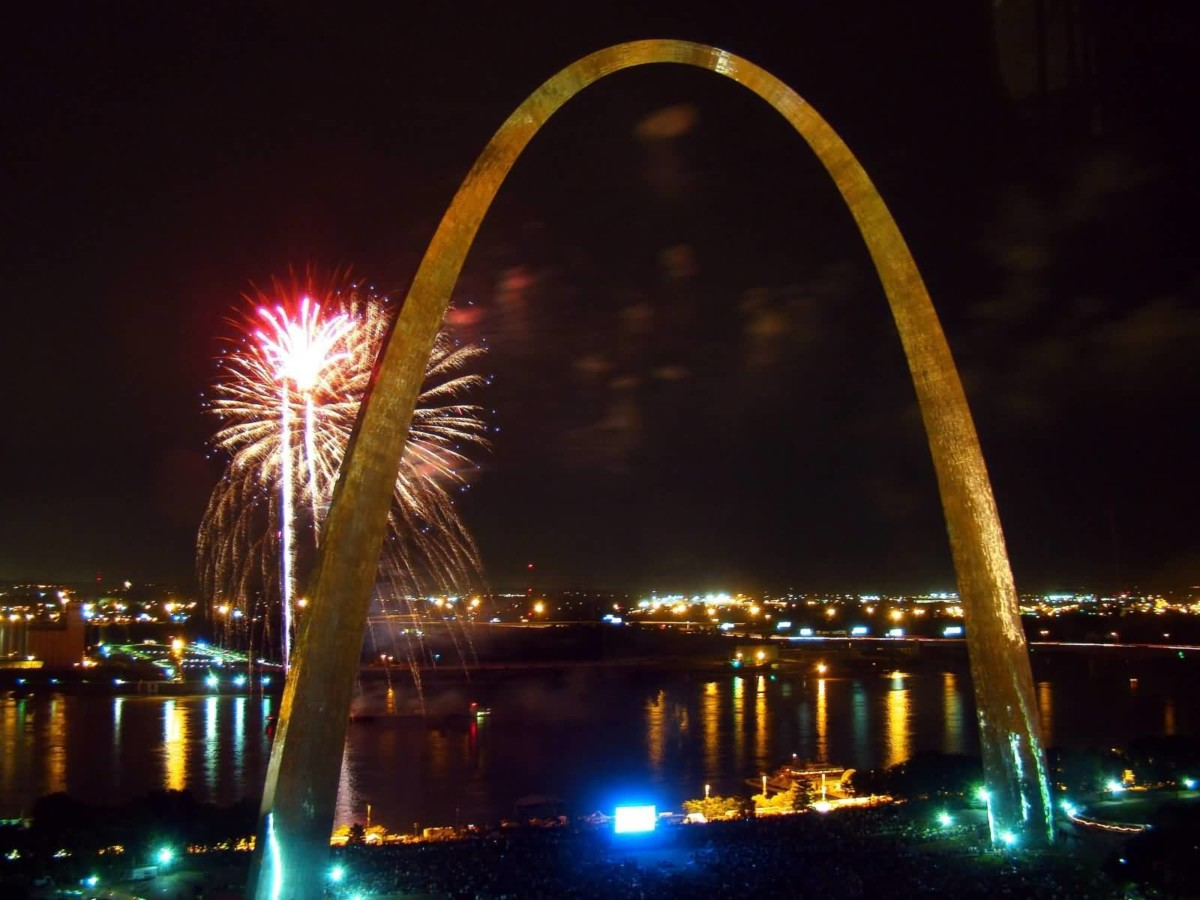 Outstanding Fireworks And The Gateway Arch At Night With Beautiful River