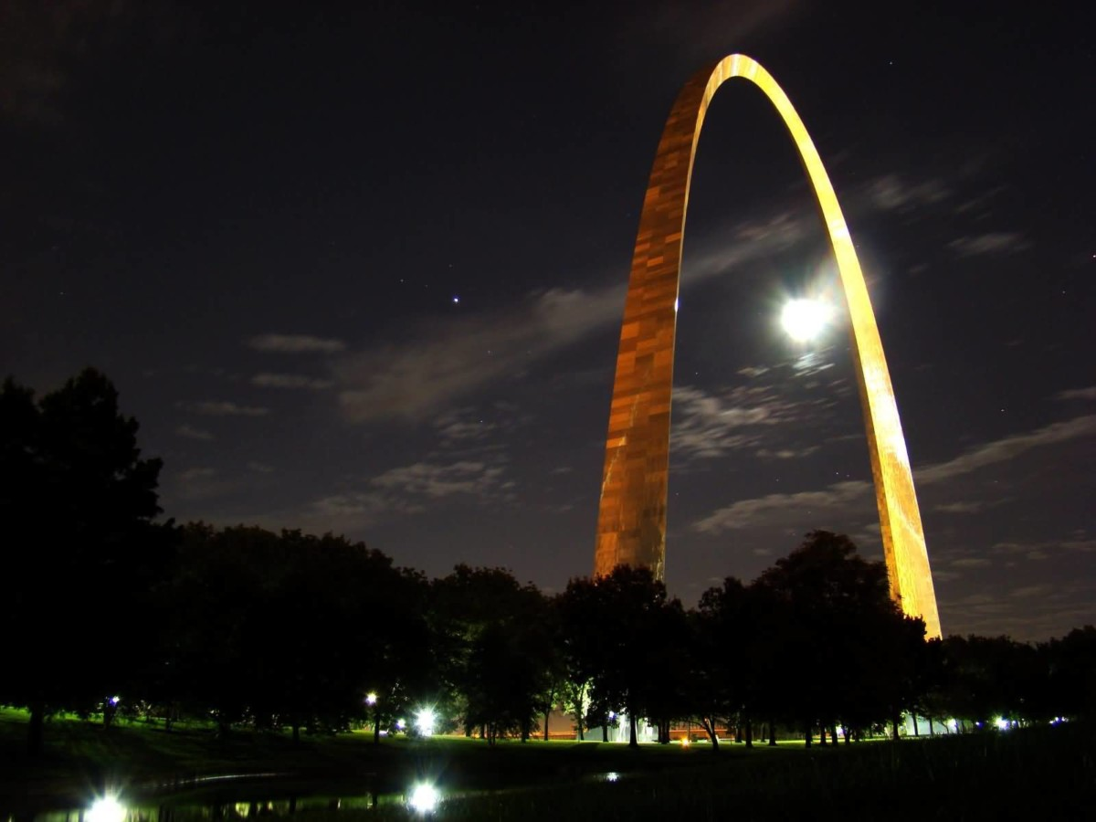 Outstanding Full Moon At Night With Gateway Arch