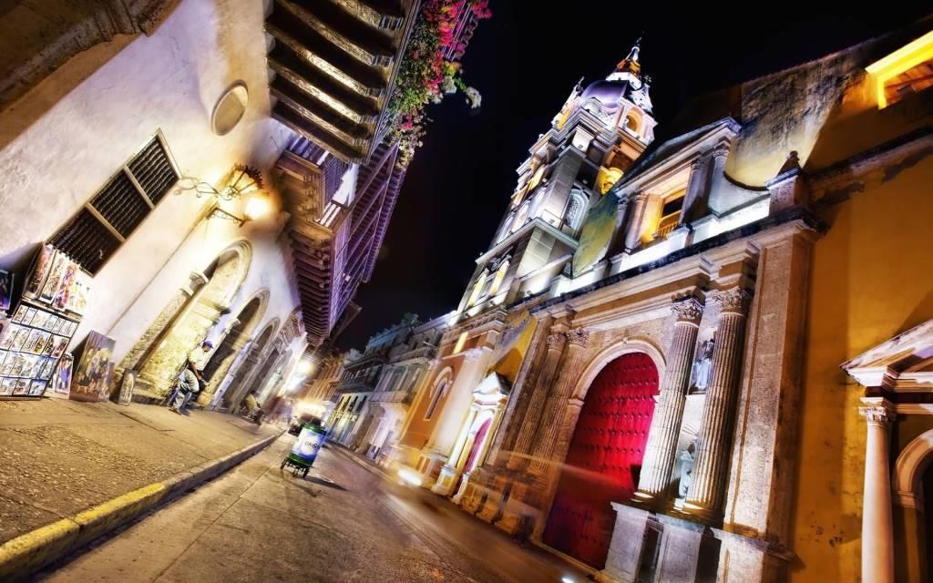 Amazing Empty Street In Colombia Full HD Wallpaper