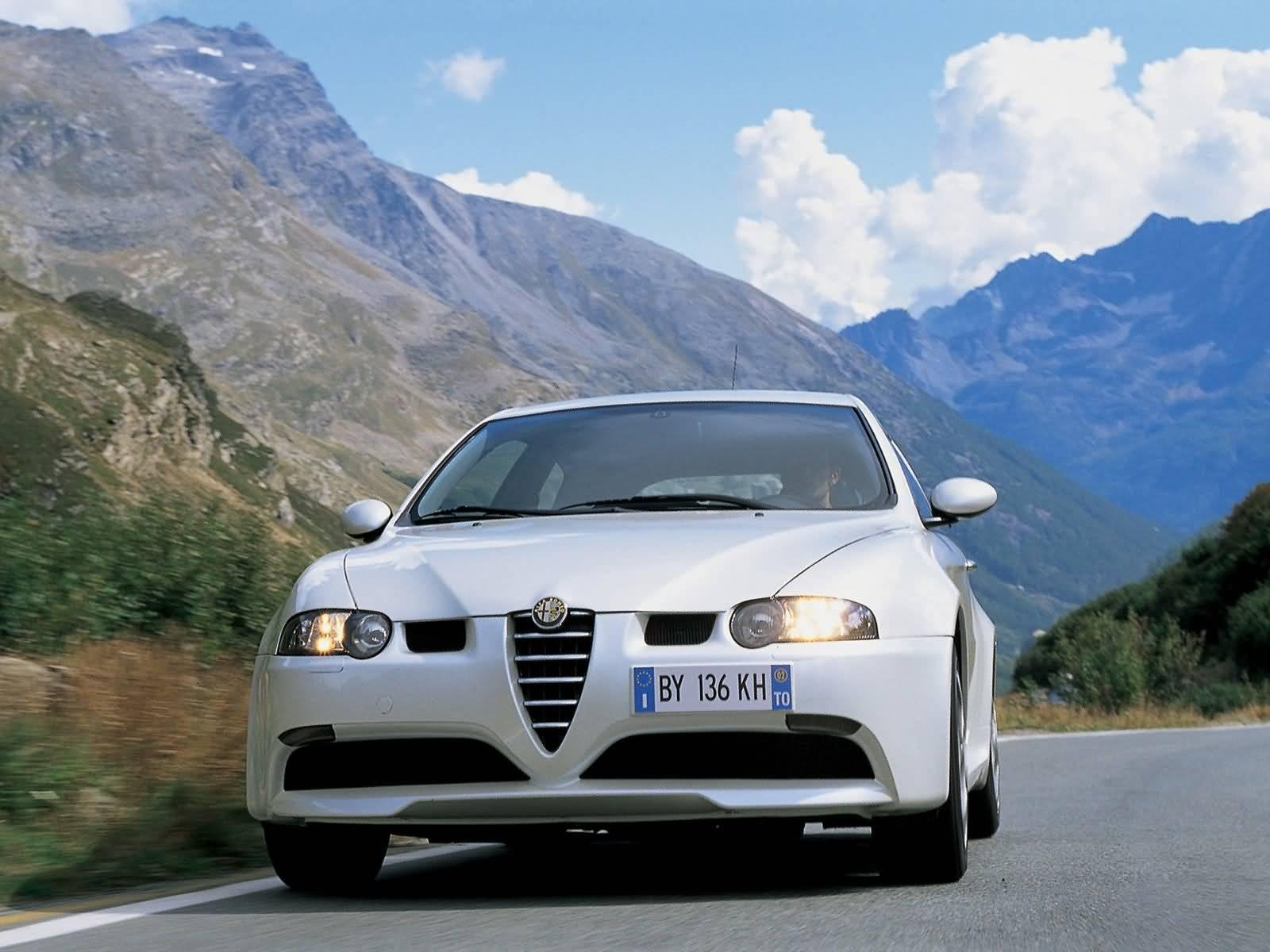 Amazing view of White colour Alfa Romeo 147 GTA Car