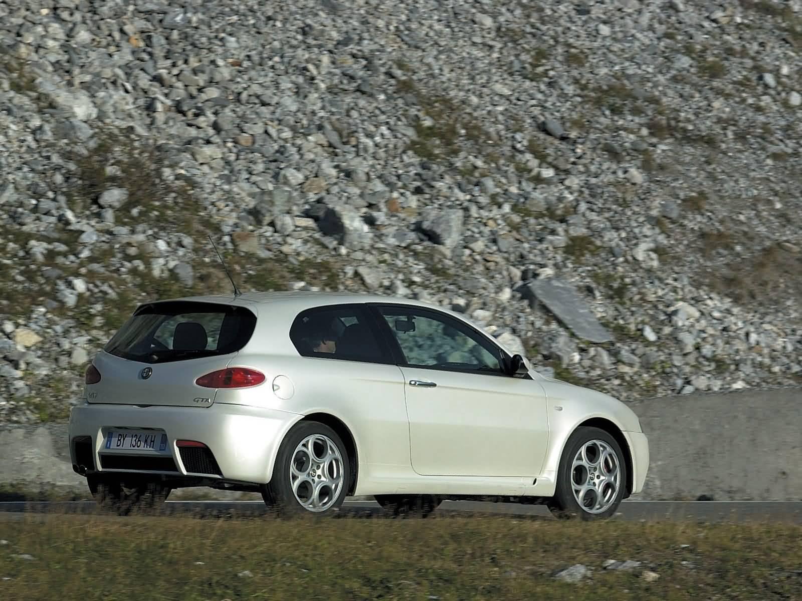 Beautiful Left side of White colour Alfa Romeo 147 GTA Car