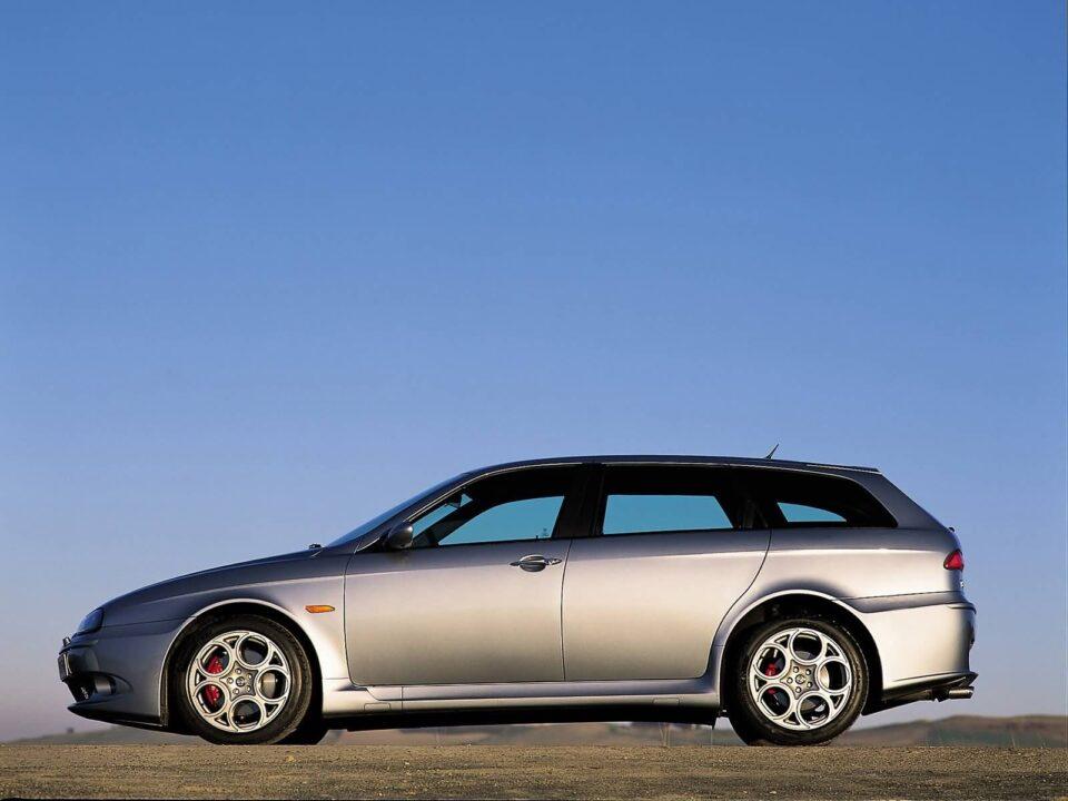 Left side of silver Alfa Romeo 156 GTA Car