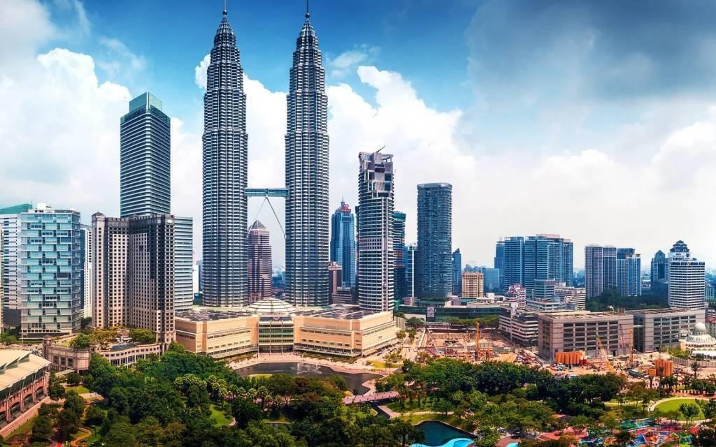 Most Beautiful Petronas Towers Full HD Wallpaper
