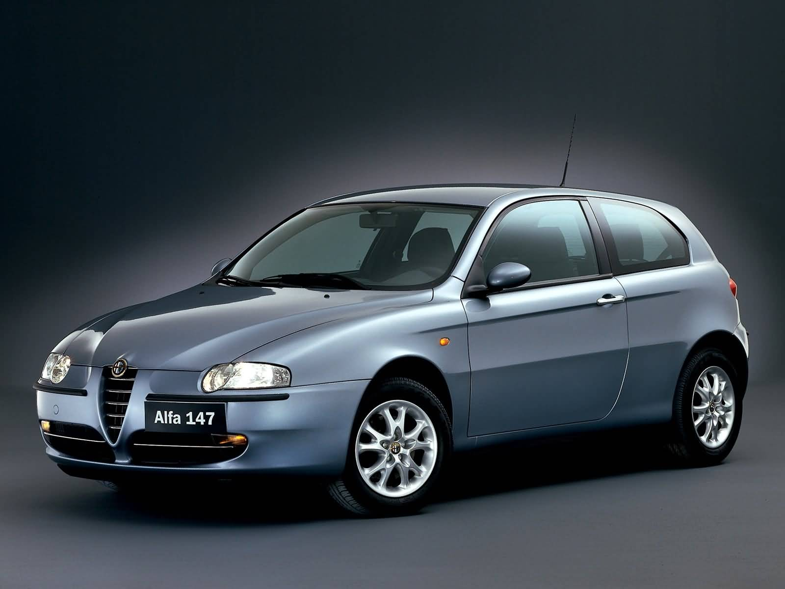 Very fast silver Alfa Romeo 147 Car