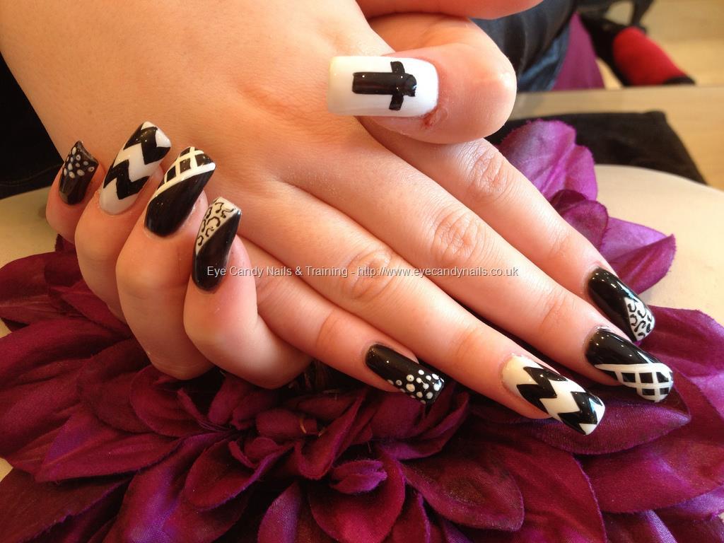 Amazing Stripes With Black Acrylic Nail Art