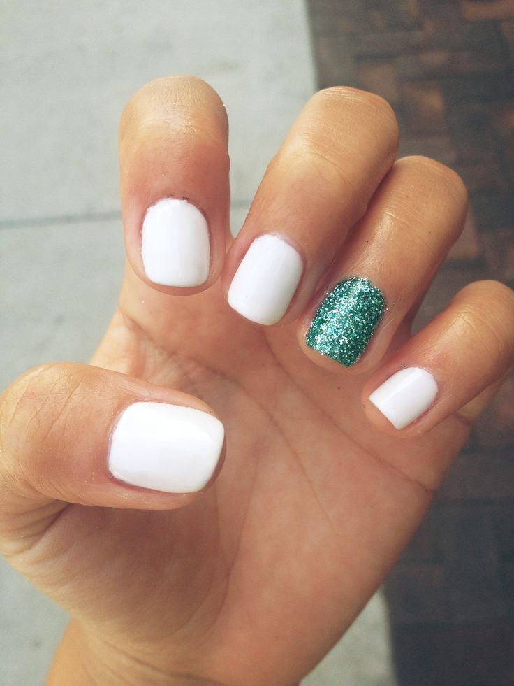 Amazing White Color And Blue Sparkle Glitter Accent Nail Art