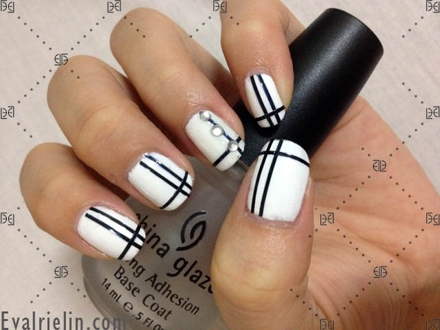 Awesome White And Black Nail Art With Diamond Type Crystal