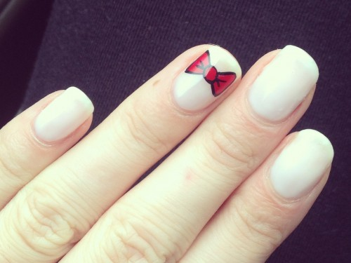 Cutest Bow Accent Nail Art