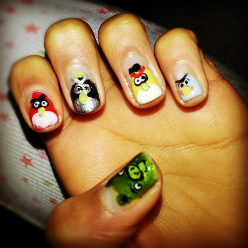 Dashing 5 Angry Birds In Angry Bird Nail Art Design