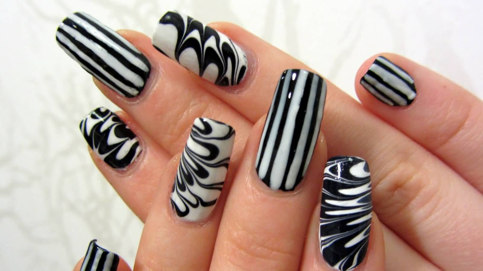 Eye Catching Stripes Of Nails Black And White Nail Art | Picsmine