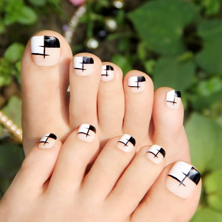 Fabulous Black And White Nails With Creative design