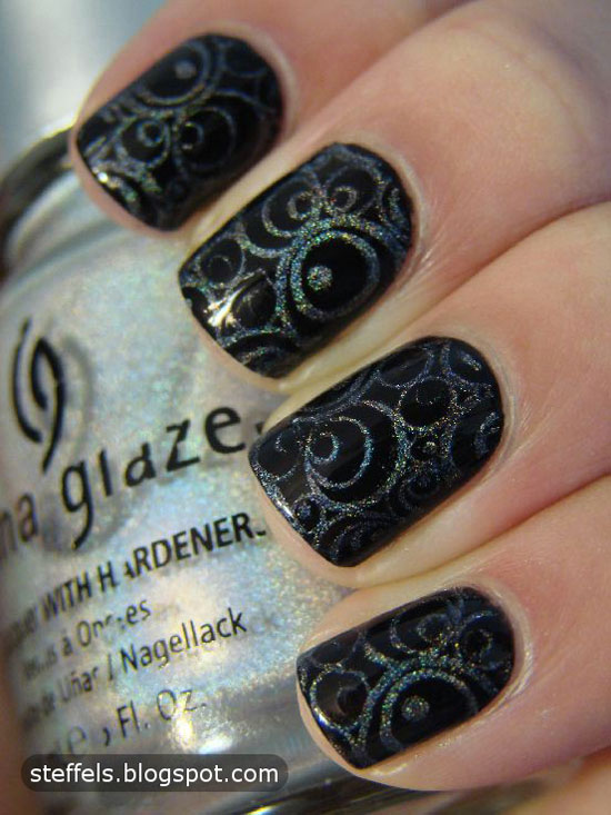 Fabulous Circle With Silver Color Black Acrylic Nail Art