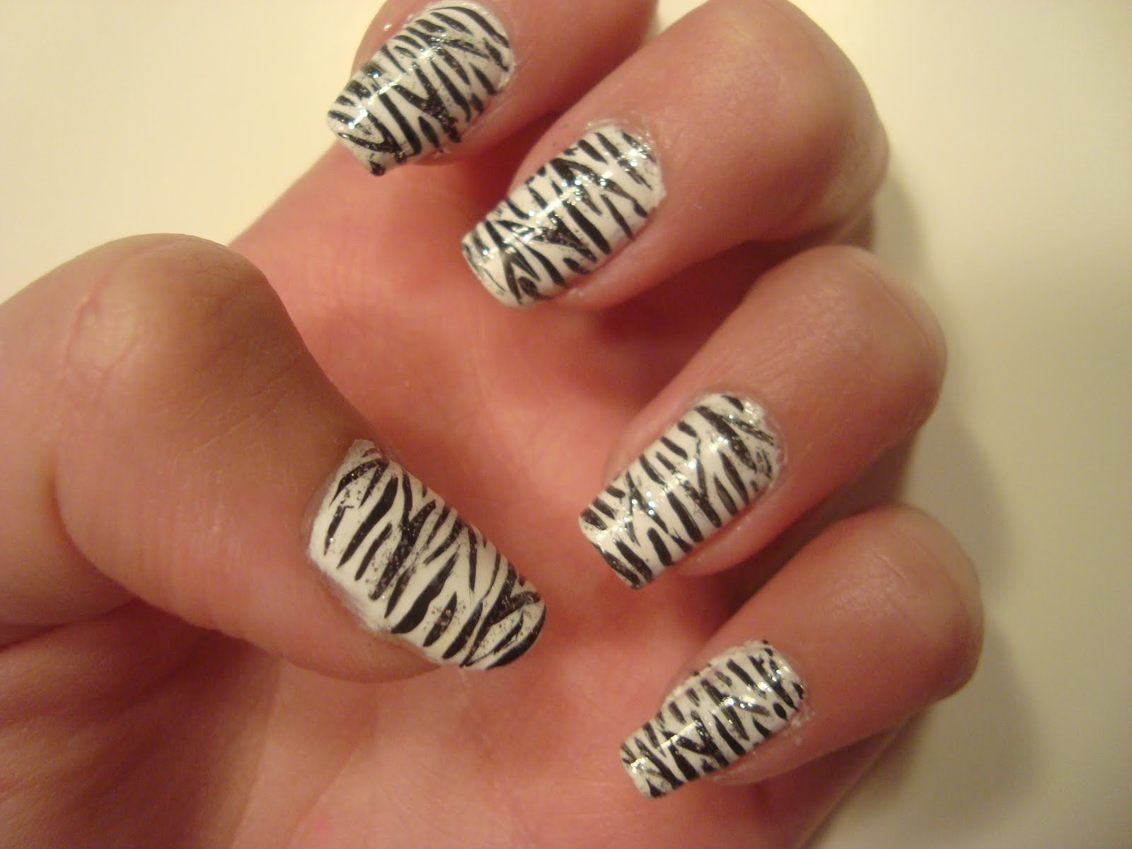 Famous Tiger Print Of Black And White Nails
