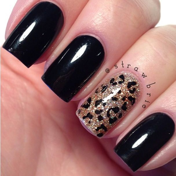 Fantastic Black Color Paint With Golden Shading Accent Nail Art Accent Nails