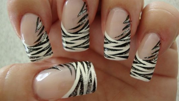 Fantastic Tiger Print Design In Black And White Nail Art