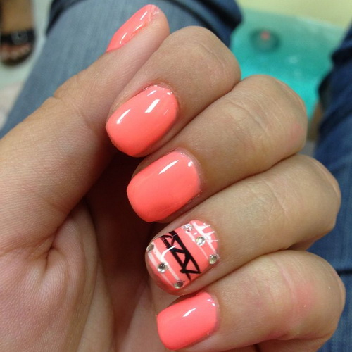 Fantastic pink Color With Rhinestone Acrylic Short Nail Design