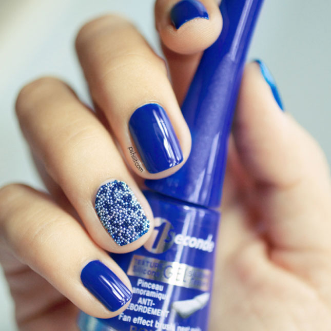 Great Blue Nails With Balls Design