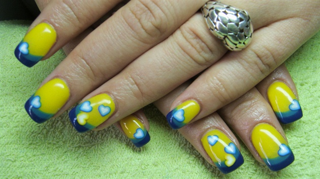 Greatest Heart Design With Yellow And Blue Nails