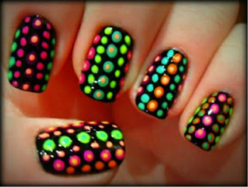 Lovely Colorful Dot Design With Yellow And Blue Nails