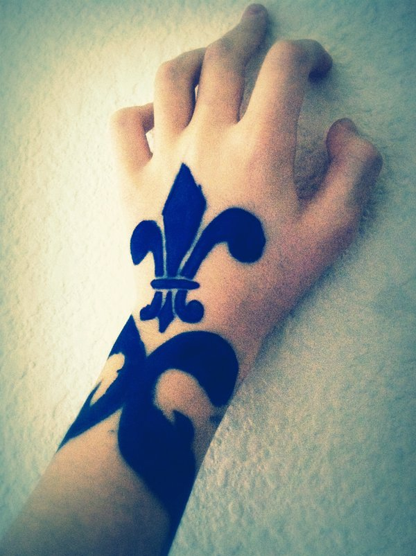 Mind Blowing Fleur De Lis Tattoo On Hand For Boys And Girls