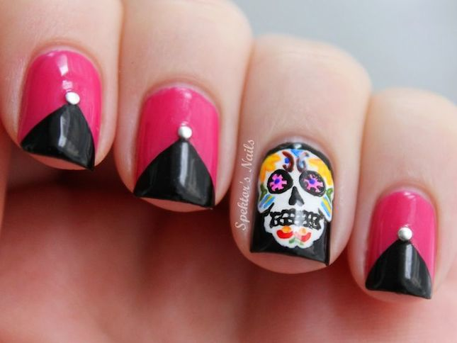 Most Beautiful Skull Head Design Accent Nail Design