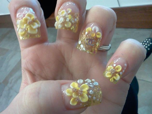 Nice yellow color flower with diamond design 3d nail art picsmine prinsesfo Choice Image