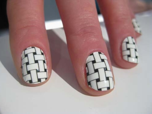 Perfect Black And White Nails Of Rope Design