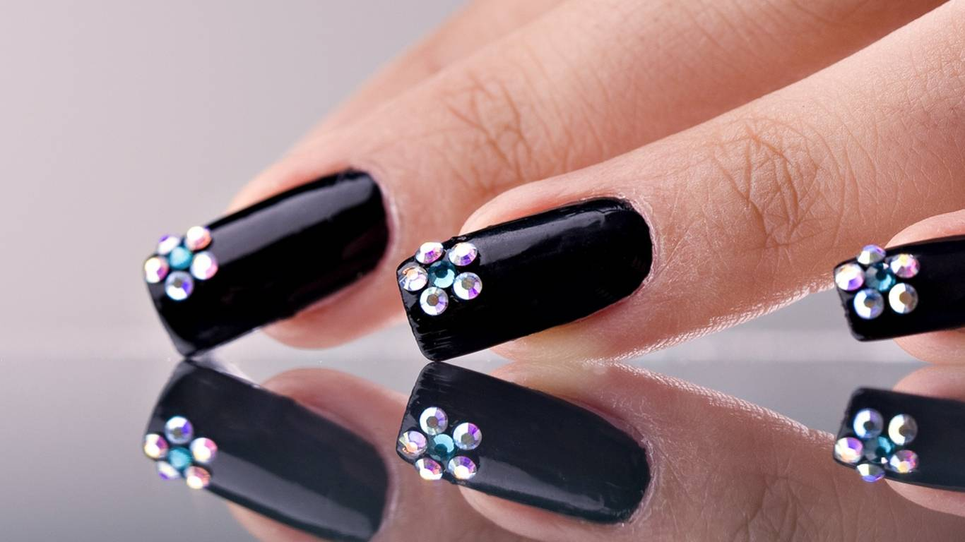 Tremendous Black Nail Art With Crystal