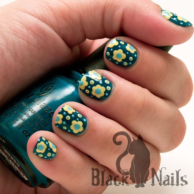 Unique Flower Design With Yellow And Blue Nails