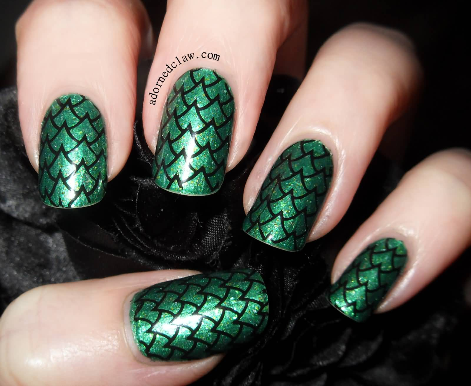 Wonderful Snake Print In Green Color Accent Nail Art