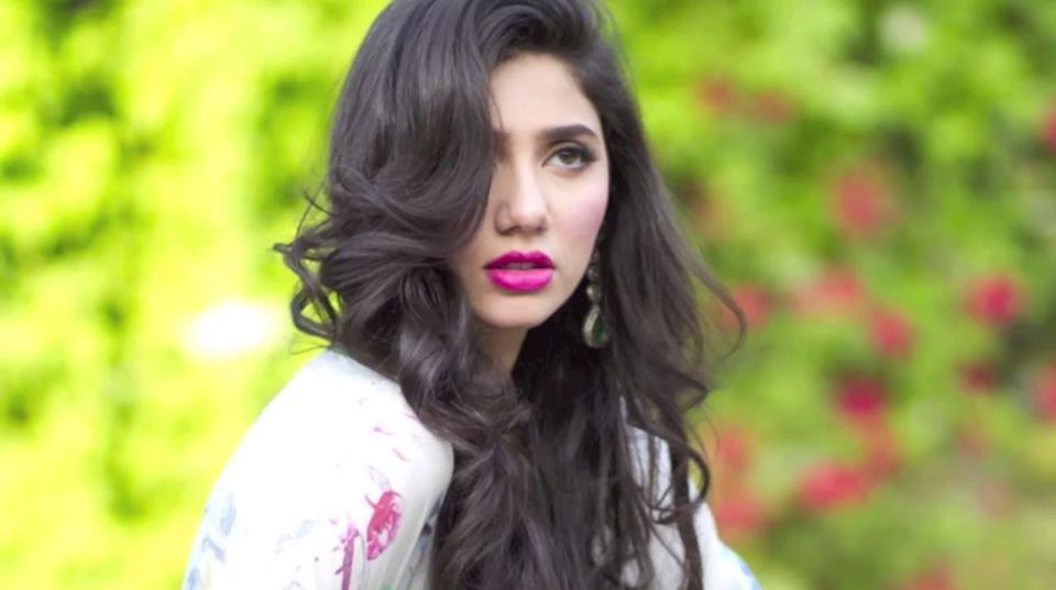beautiful photo of mahira khan with beautiful background