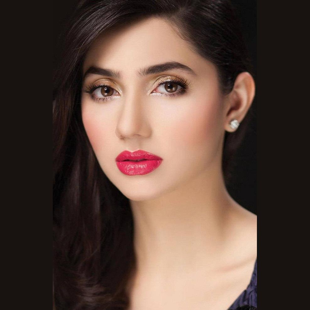 beautiful pic of mahira khan with red hot lips
