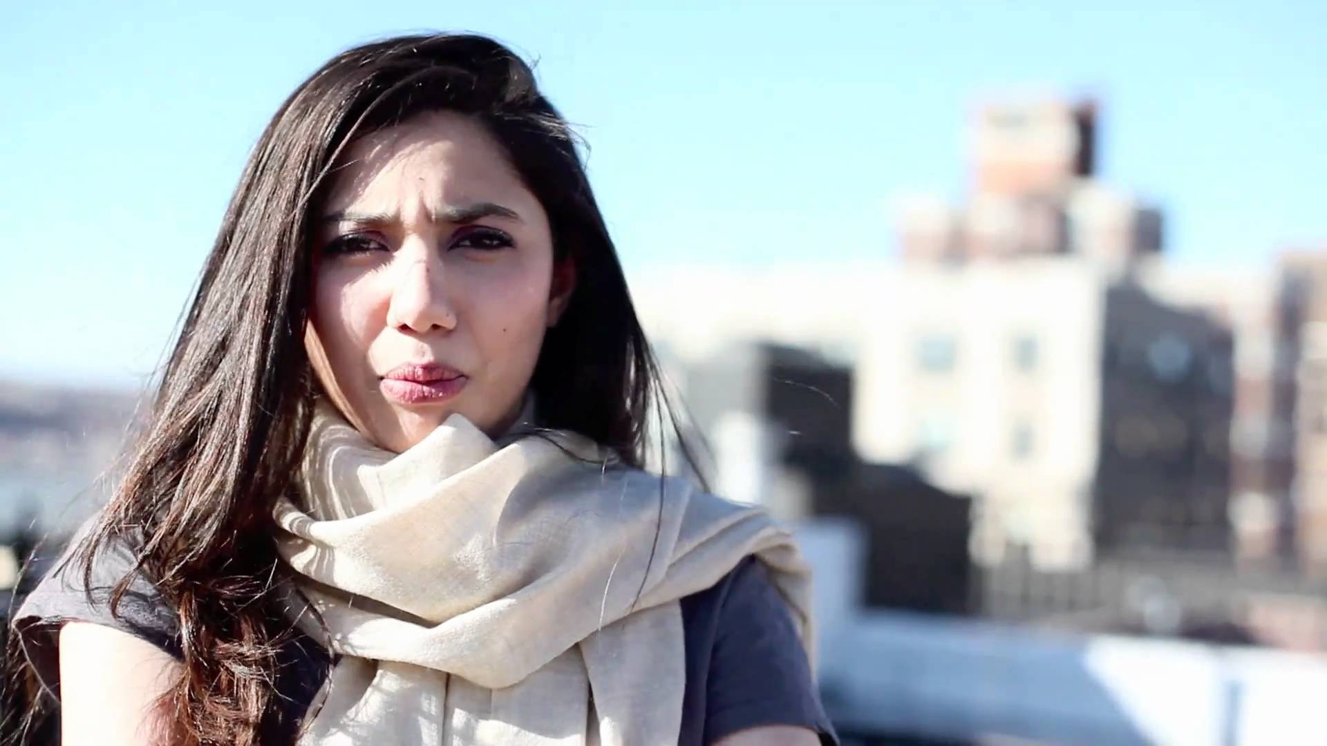 best picture of mahira khan in cold season