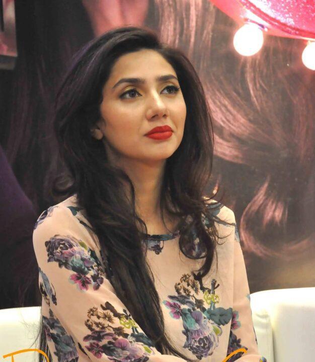 fabulous Mahira Khan in fashion show