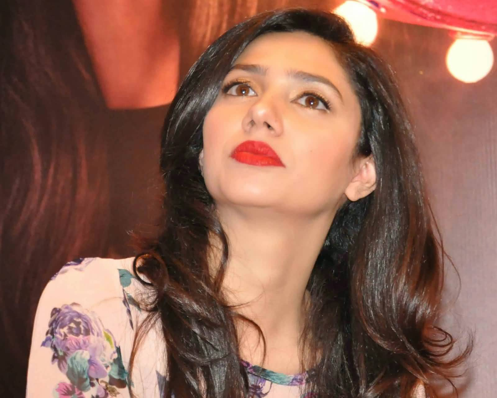fantastic closeup view of mahira khan photo