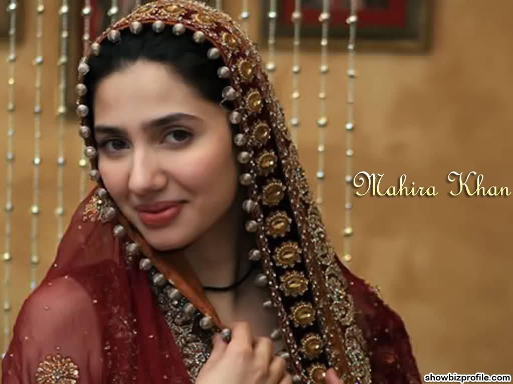 mahira khan photo in red suit