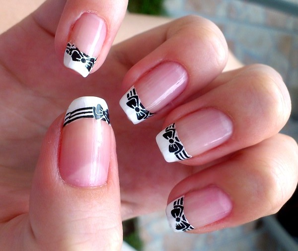 Eye Catching Bow Nails